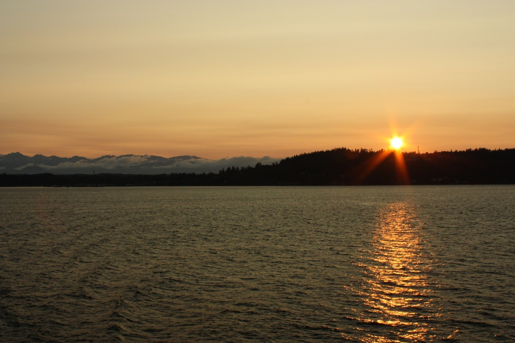 A ferry ride sunset from Kingston to Edmonds by Alex Mendez. vistaalley.com